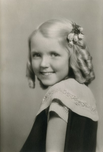 ELLIS, Margaret, age 10 looking over shoulder - smaller