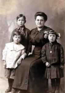 Orval, Hilan, Emma and Maynard Maffit - Chicago- abt 1913