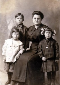 Orval, Hilan, Emma and Maynard Maffit - Chicago- abt 1913