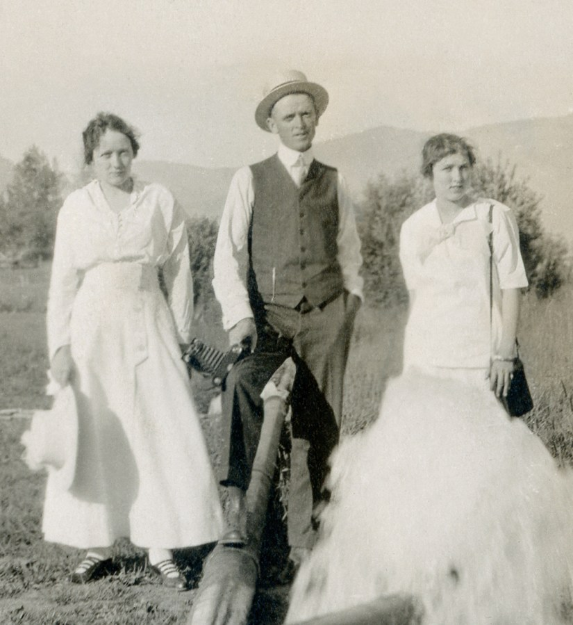 BEA1, img 19, Claude, Blanche, Hazel, Ogden Canyon, 24 July 1915, crop