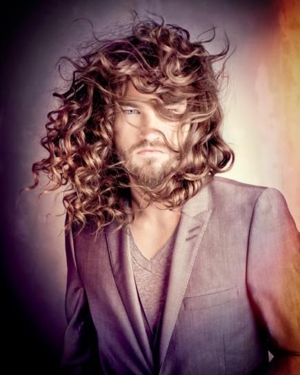 Portare i capelli lunghi uomo