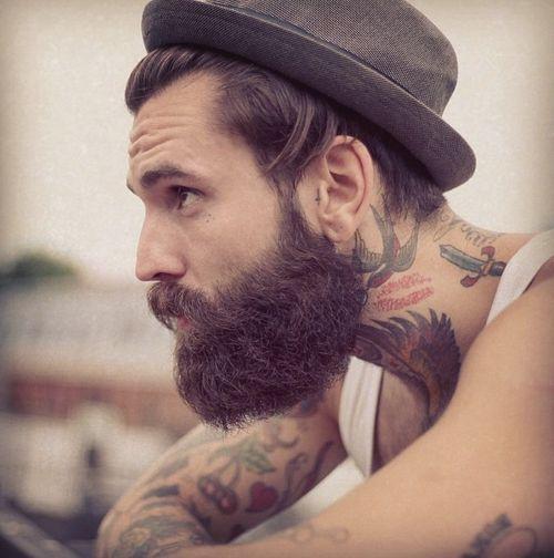 Taglio capelli uomo con barba lunga