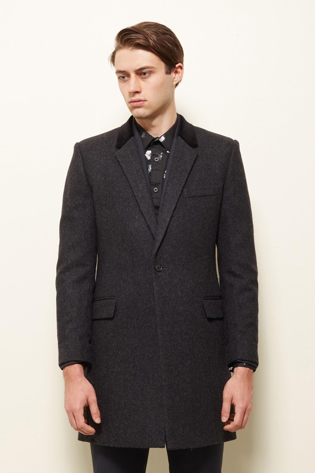 Cappotto classico bordeaux, colletto, un solo bottone a