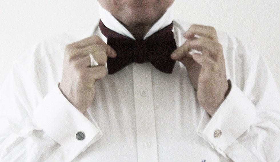 Schleife Der Blog für Herrenmode und alles was Mann braucht Herrenbekleidung Männermode Anzüge Maßanzüge Hemden Maßhemden oder Manschettenknöpfe Krawatten Accesoires selbstverständlich auch für Ladies