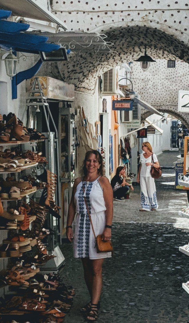 Shopping in Fira
