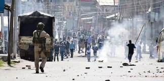 Police in Kashmir confronting protestors