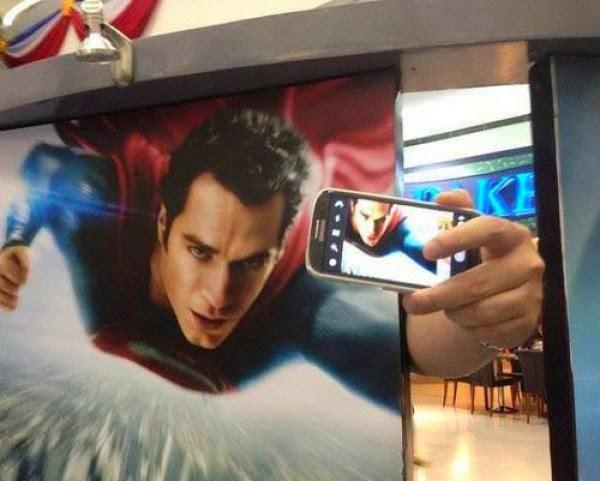 komik-selfie-pozlari-6-super-man