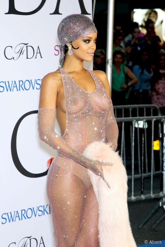 Rihanna Transparan