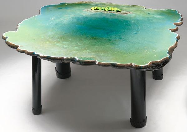 Su görünümlü masa