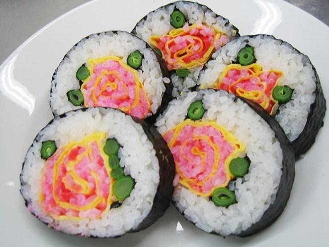 Güle benzeyen sushi