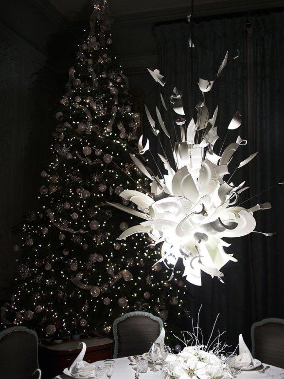 Kırık tabaklardan yapılmış lamba