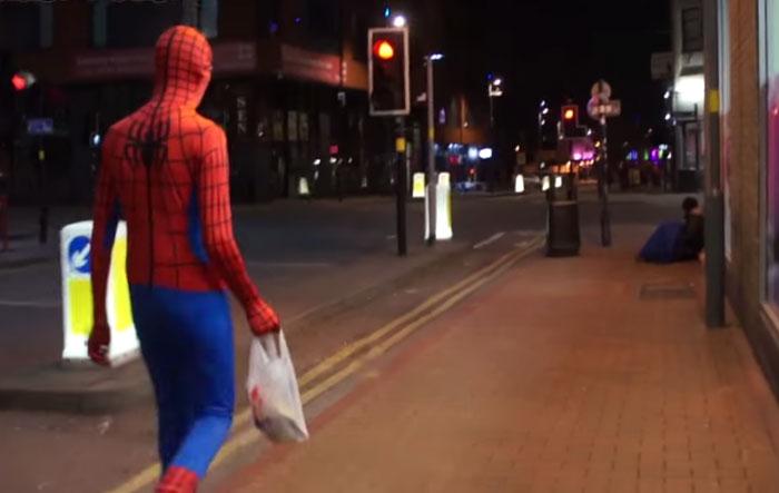 Yemek dağıtan örümcek adam 1