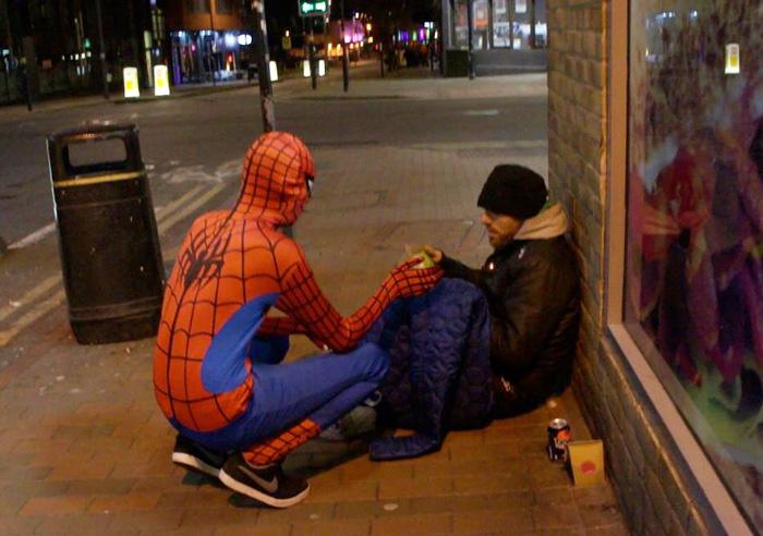 Yemek dağıtan örümcek adam 2