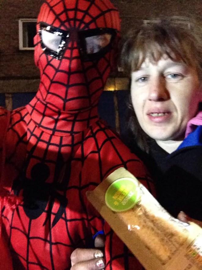 Yemek dağıtan örümcek adam 3