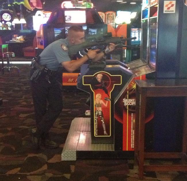 Eğlenen iyi polisler -3