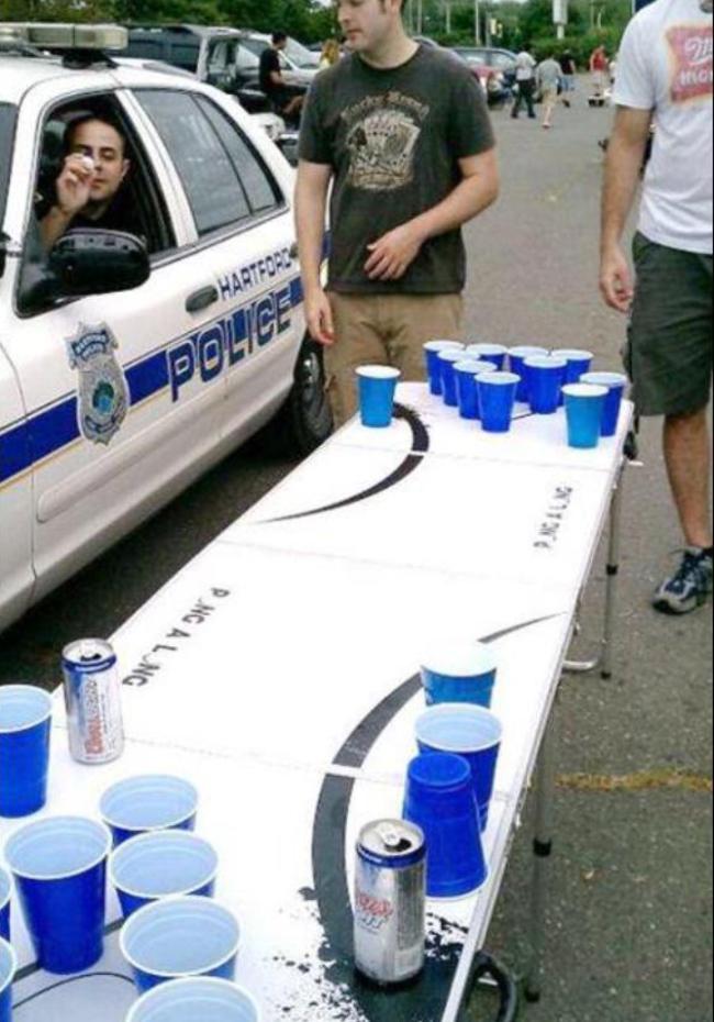 Eğlenen iyi polisler- 451