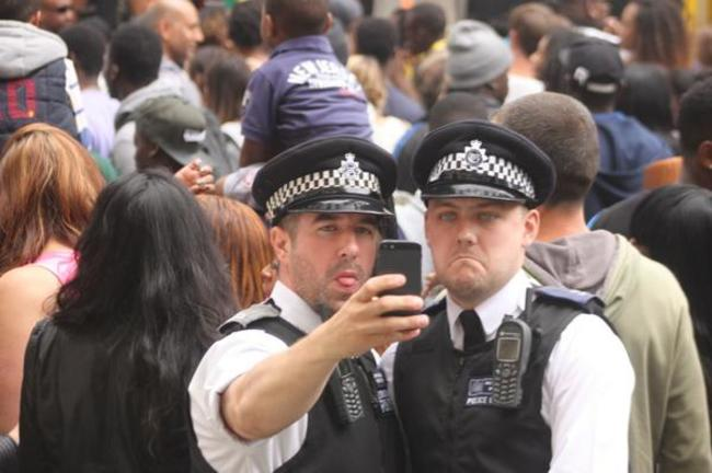 Eğlenen iyi polisler 46