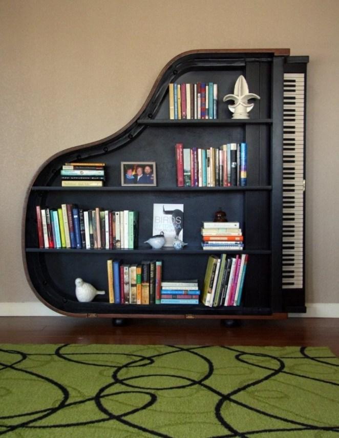 piyano şeklinde kitaplık