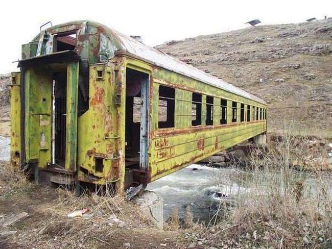 Eski treni köprü olarak kullanmak