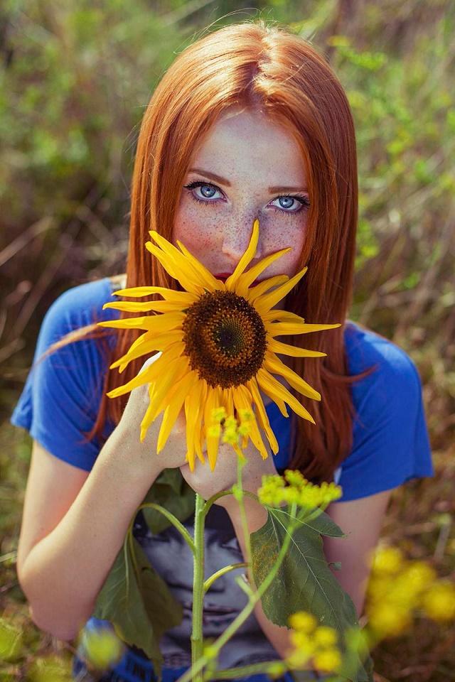 Kızıl Saçlı Kızın doğa ile uyumu 6