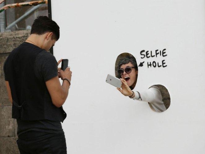Selfie deliği