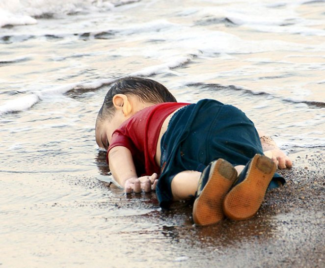 Denizde boğulan suriyeli göçmen çocuk aylan kurdi 1