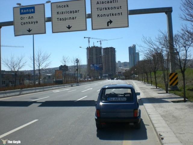 elektrikli araç yolda
