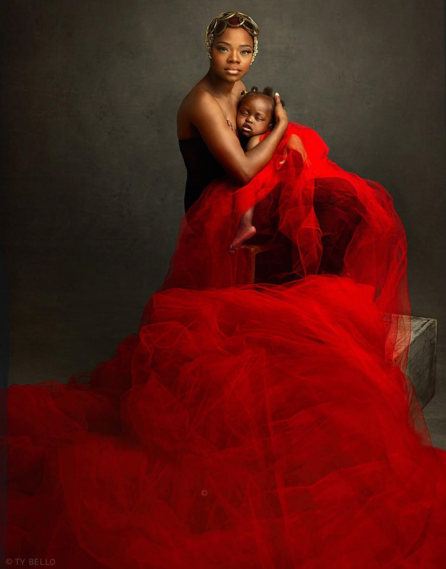 bread-seller-photobomb-modeling-contract-olajumoke-orisaguna-11