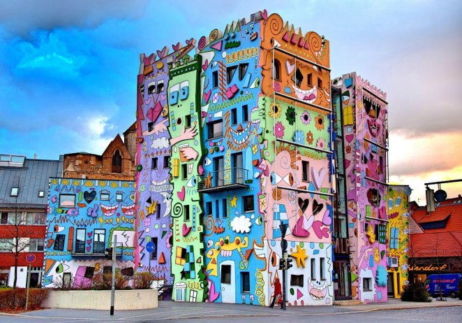 stunningplaces.net7-Happy-Rizzi-House-in-Braunschweig-Germany.-Photo-by-Gloria-Tupper-Pinterest
