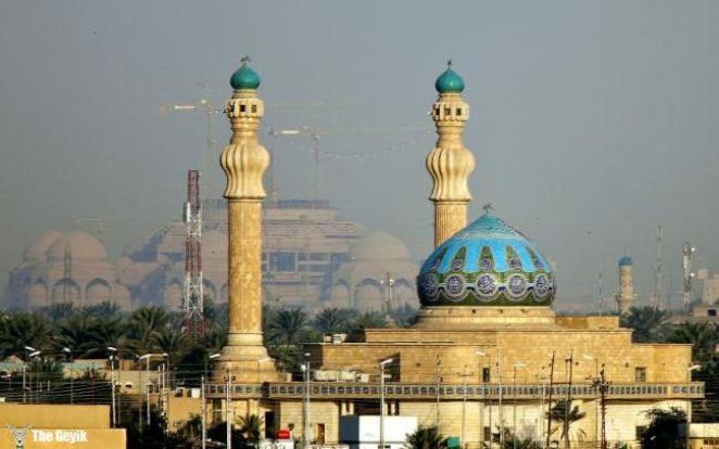 Bağdat, Irak'ın başkenti ve en büyük kentidir. Yüzyıllar boyunca İslam dünyasının bilim, kültür ve ticaret merkezi olan şehir, Abbasiler'e birkaç asır başkentlik etmiştir. Bağdat aynı zamanda Ortadoğu'nun Kahire ve Tahran'dan sonra en büyük üçüncü şehridir.