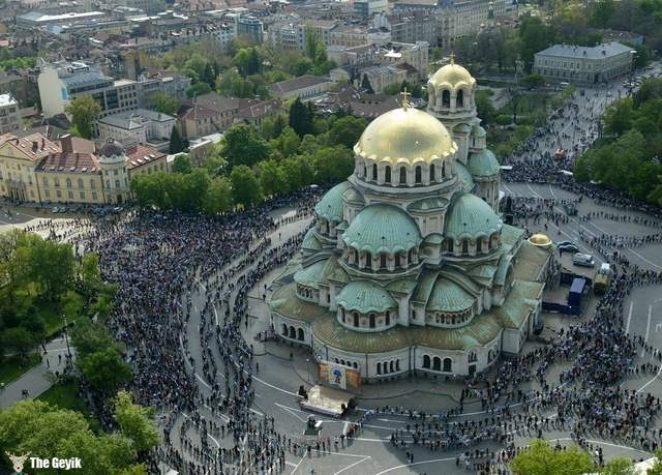 Sofya, Bulgaristan'ın ve başkenti ve en büyük şehridir.