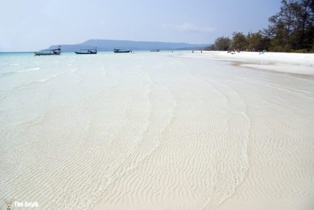 Perfect white sand and crystal water beach, koh rong, cambodia