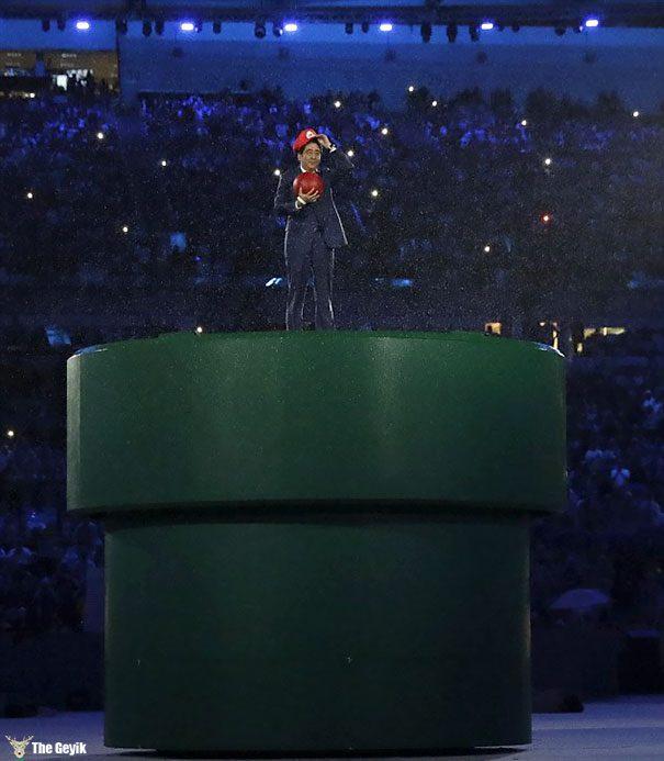 japonya başbakanı mario gibi giyindi tokyo 2020 olimpiyatları 1