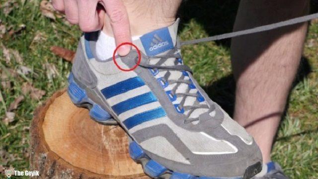 kosu-ayakkabilarinin-bagcik-kisminda-neden-fazladan-delik-var