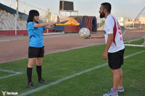 kadin-hakemle-mardinli-futbolcu-evlendi-1