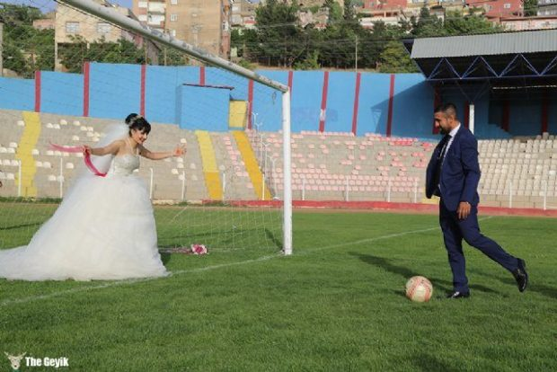 kadin-hakemle-mardinli-futbolcu-evlendi-4