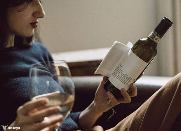wine-bottle-reading-book-labels-librottiglia-1