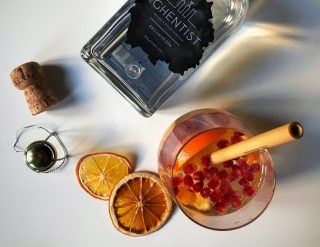 Fruitige cocktail met granaatappel en Belgische gin