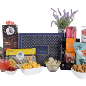 Dries Strawberry, Wafer and Crackers Hamper