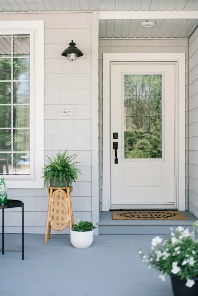 A summer exterior refresh using 5 simple elements