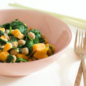 AUTUMN FAVORITE: Süßkartoffel-Pfanne mit Kichererbsen & Spinat