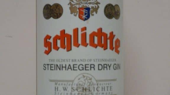Schlichte Bottle Closeup