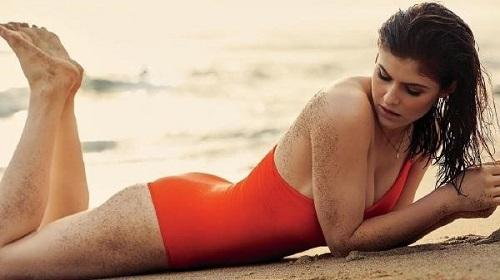 Cận cảnh vẻ đẹp nóng bỏng của mỹ nhân cảnh nóng Hollywood Alexandra Daddario