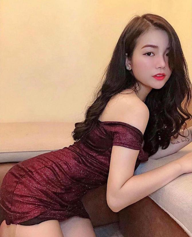Vòng 1 khủng hơn 108cm, hot girl Việt Nam được lên cả báo Trung Quốc