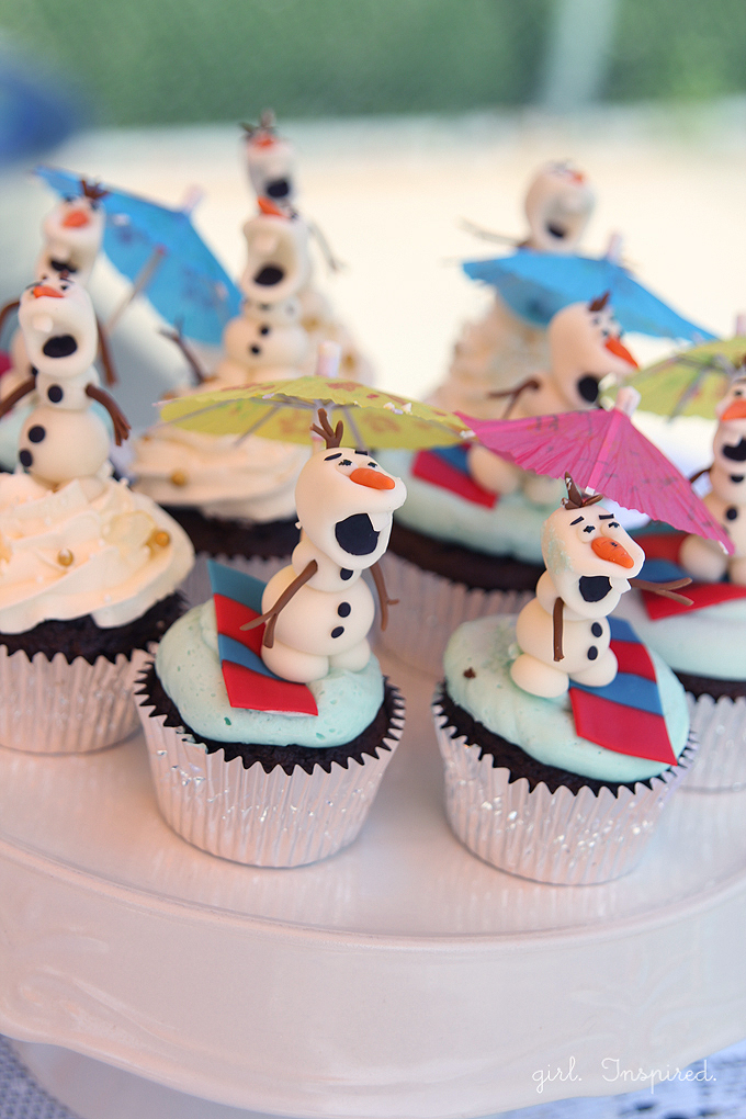 Olaf Cupcakes - make these adorable cupcake toppers - ANYONE can do it!