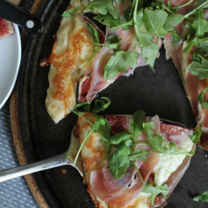 Fig Prosciutto Pizza - you can make this gourmet pizza right at home - it turns out so good and it's easy to do!