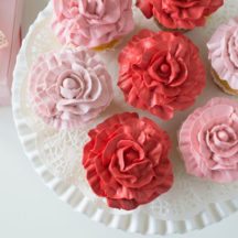 Make this beautiful Rose Cupcakes with just two piping tips and this easy technique!