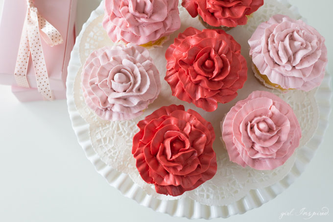Make these beautiful Rose Cupcakes with just two piping tips and this easy technique! +video tutorial!!