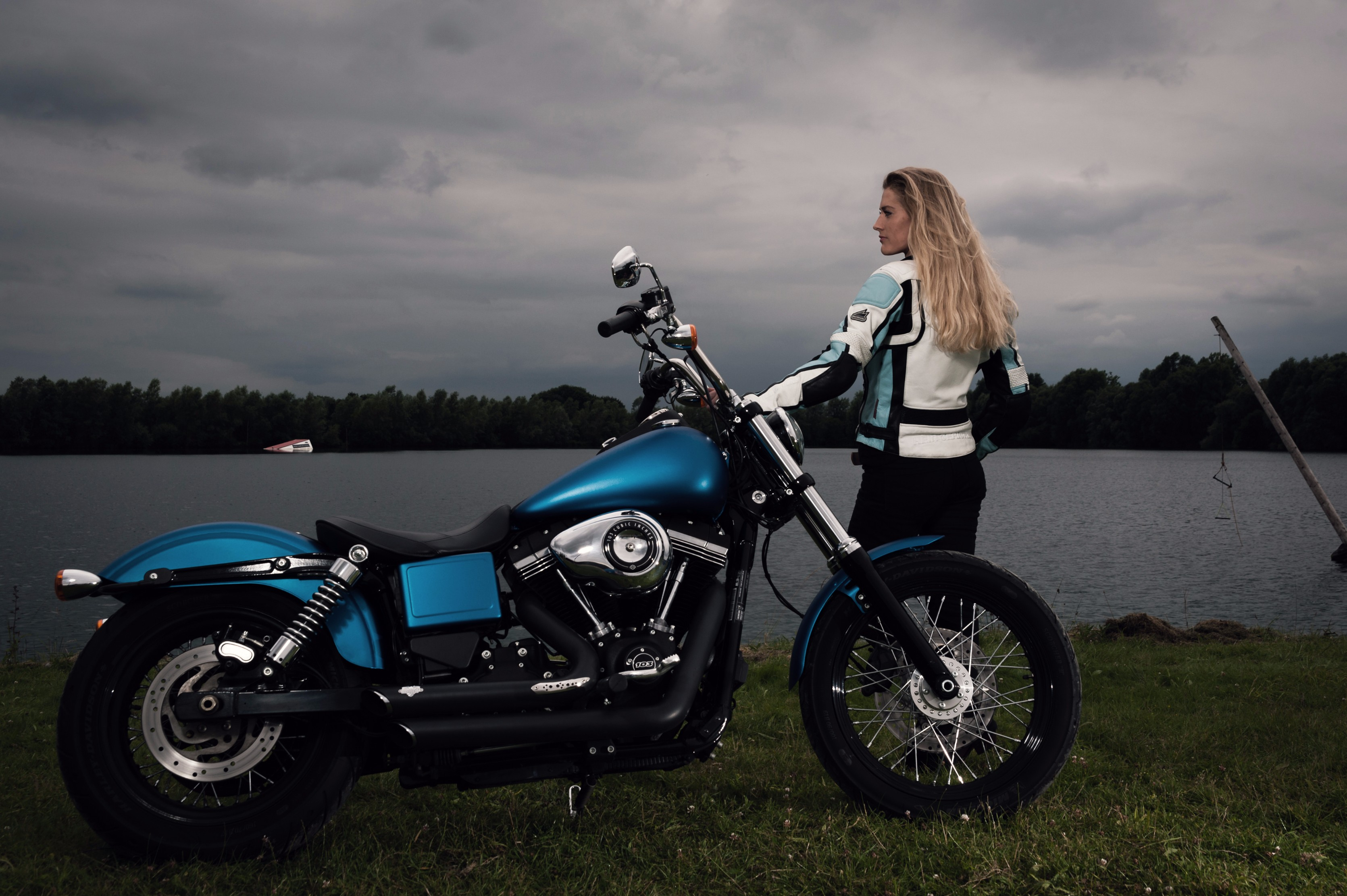 Pros cons and tips on vinyl wrapping motorcycle fuel tanks and vinyl wrapped harley davidson street bob motorcycle shot by lewis baker solutioingenieria Choice Image