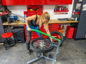 the girl on a bike rabaconda review tyre change 1 scaled